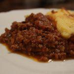 冬の定番家庭料理 ポレンタとラグーソース