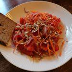 ニンジンとトマトの赤いサラダ