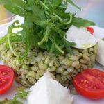 アーモンドとルッコラペーストの大麦サラダ