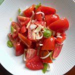 素材を丸ごと味わう 贅沢でシンプルなトマトサラダ