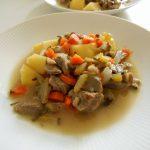 ラム肉と野菜の白ワイン煮込み