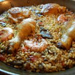 鶏肉と海老の本格パエリア