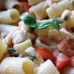 チェリートマトとモッツァレラチーズの冷製パスタ