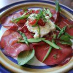 ブレザオラとグリーンアスパラガス、ホワイトトリュフブラータの前菜